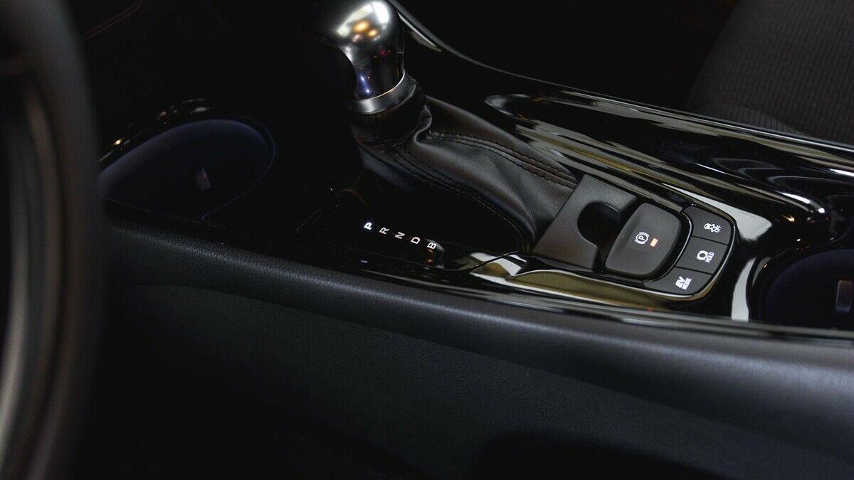Billede af Toyota C-HR 1,8 B/EL Premium Selected Bi-tone Multidrive S 122HK 5d Aut.