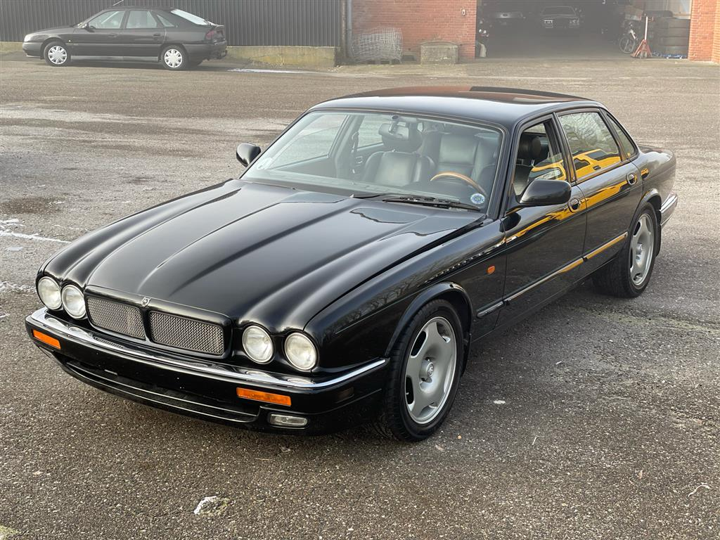 Jaguar XJR 4,0 B Kompressor 320HK Aut.