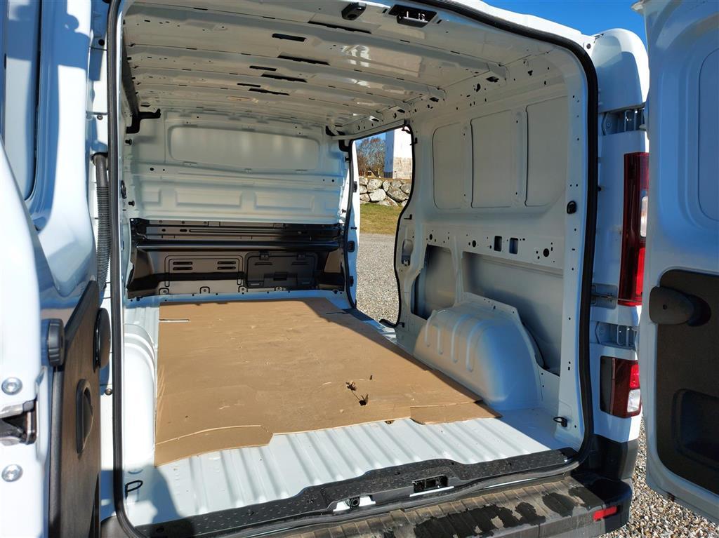 Nissan NV 300 L2H1 2,0 DCi D Working Star 145HK Van 6g